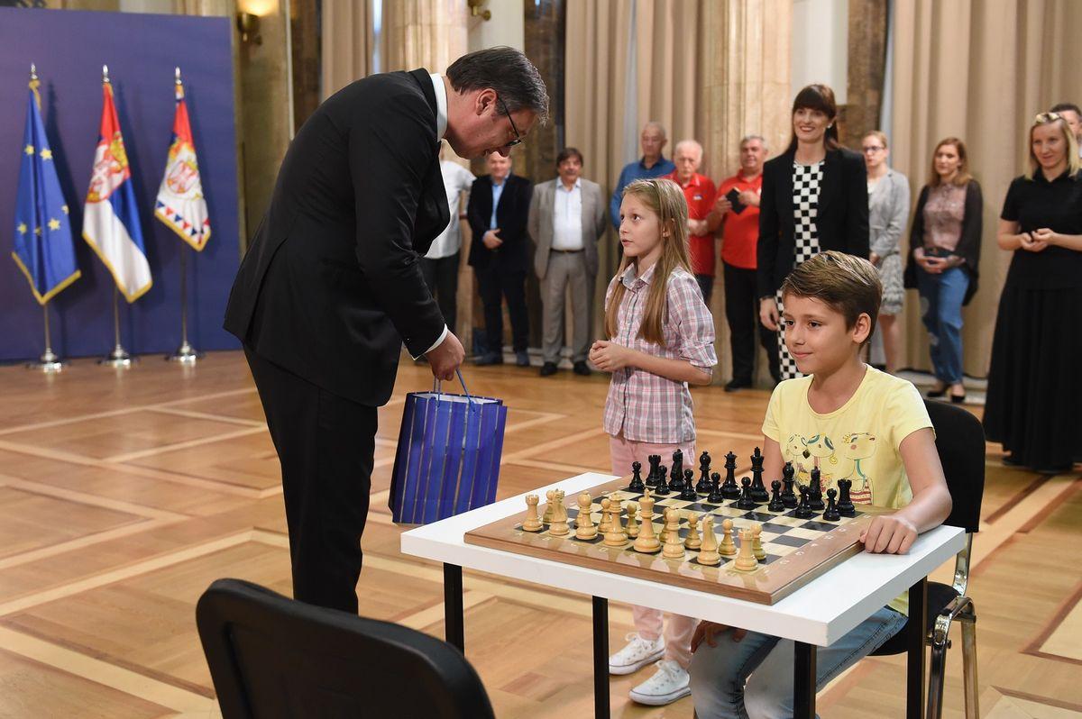 Председник Вучић са младим шахистима