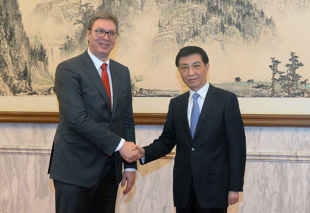 Председник Вучић са Вангом Хунингом, чланом Сталног комитета Политбироа ЦК КП Кине